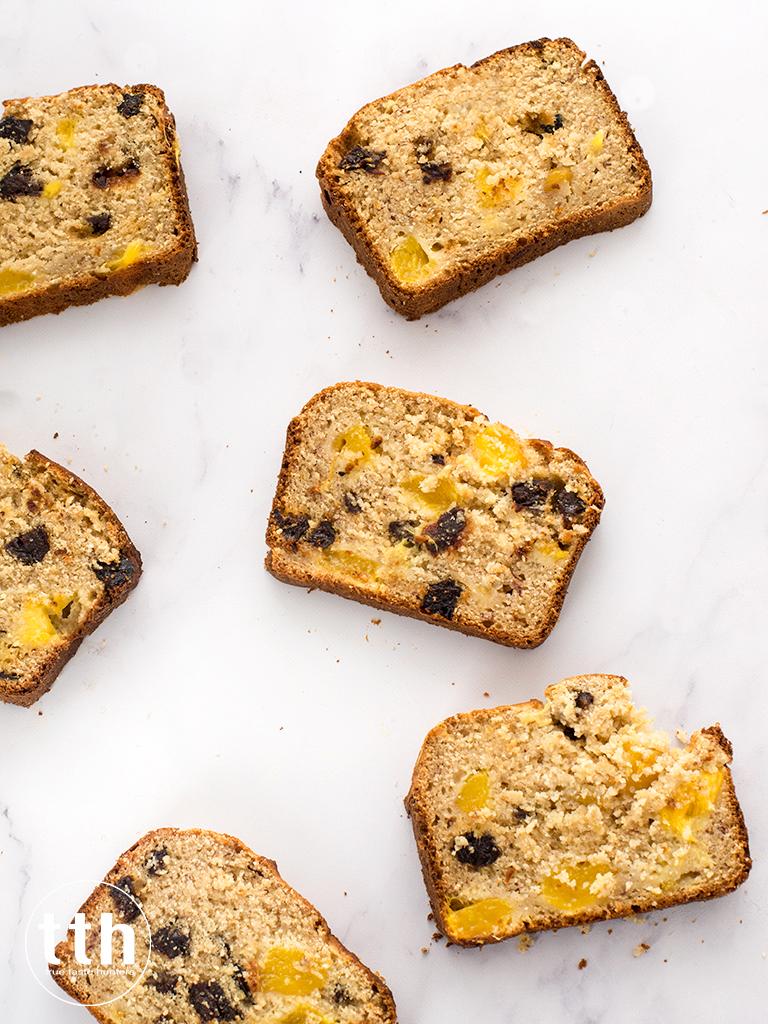 Chlebek z kokosem, mango i suszonymi sliwkami - przepis wegański, bezglutenowy, bez cukru