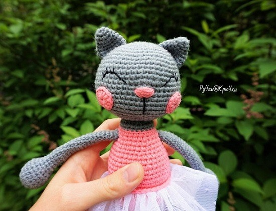 Вязаная игрушка кошка крючком