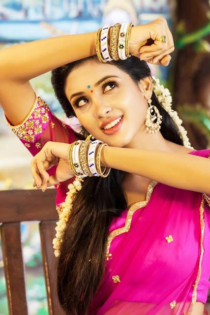 majnu heroine priya shri photos