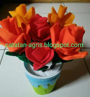 Cara Membuat Bunga Mawar dan Vas dari Kain Flane