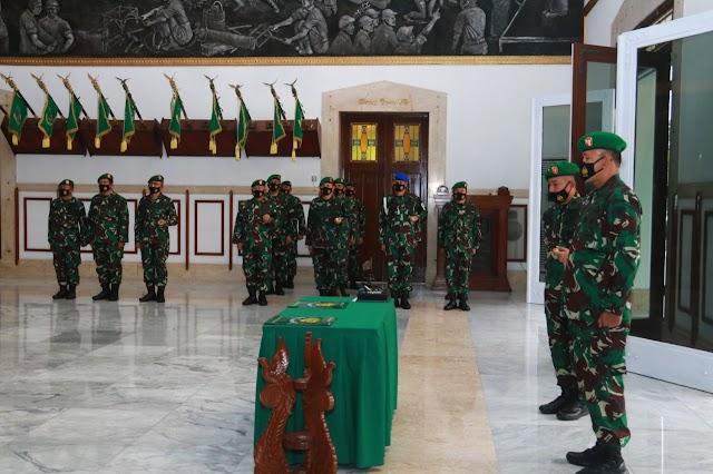 Pangdam III/Slw Pimpin Sertijab Danrem 061/SK dari Brigjen TNI Agus Subianto kepada Kol.Inf A.Fauzi