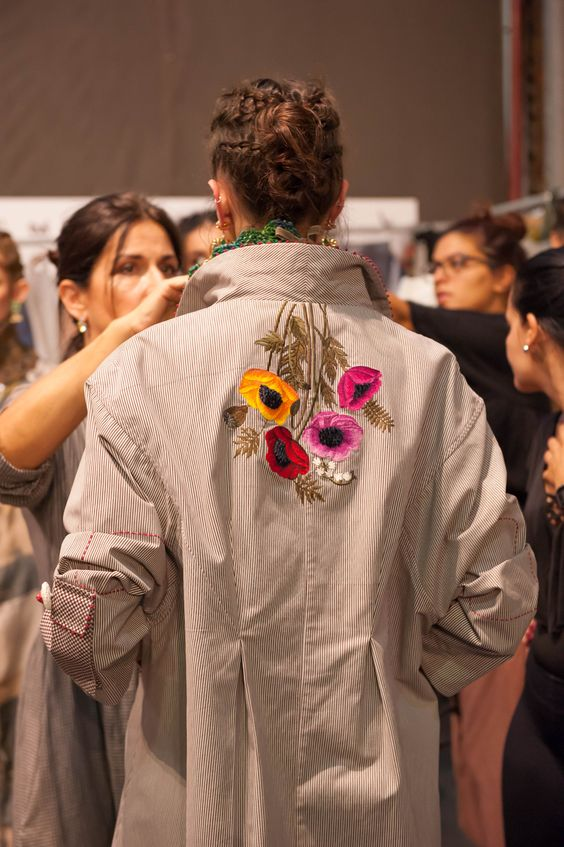 haft na płaszczu