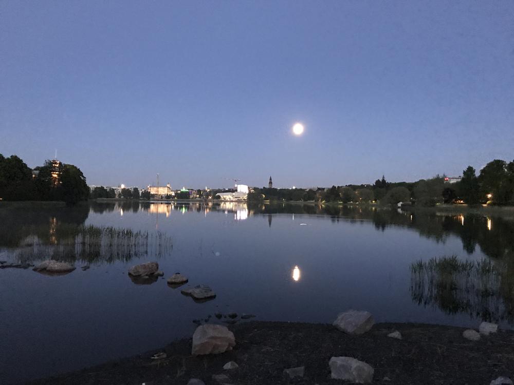 Kaupunkipyörällä auringonlaskusta auringonnousuun 18