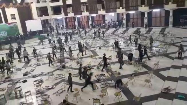 Molor Hingga Subuh & Kursi Beterbangan, Enam Peserta Kongres HMI Mengamuk di Surabaya Diamankan Polisi