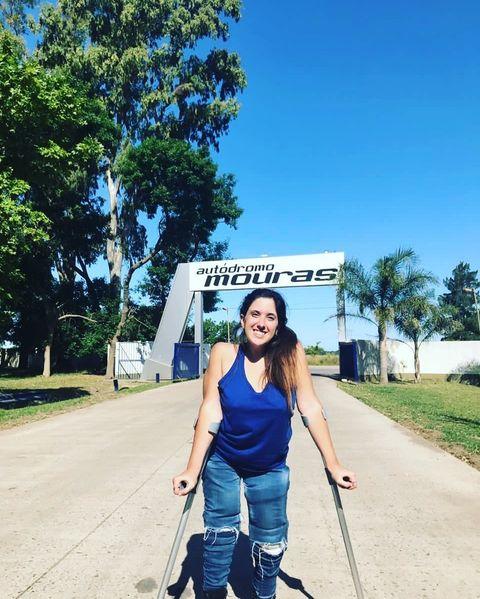 """Pasión """"fierrera"""": Una joven con discapacidad motriz sueña con correr en automovilismo deportivo"""