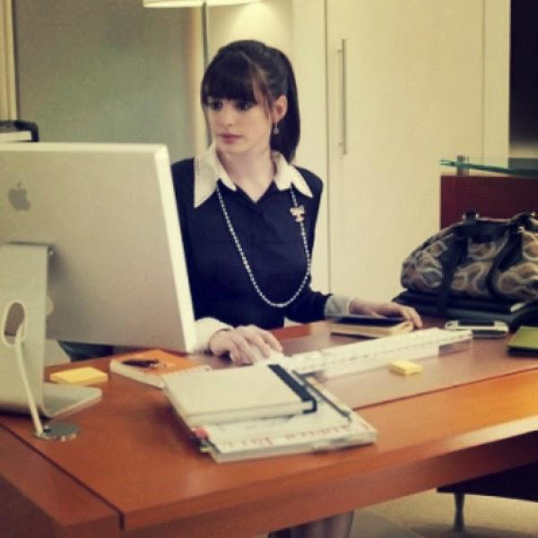Πως θα παραμείνεις σέξι στο γραφείο χωρίς να σε σχολιάζουν οι συνάδελφοι.