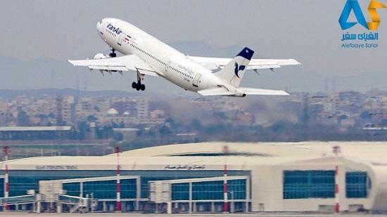 هواپیما در حال تیک آف و بلند شدن در فرودگاه امام