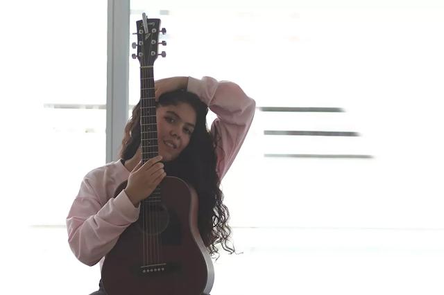 Universando es el álbum debut de catalina Navarro