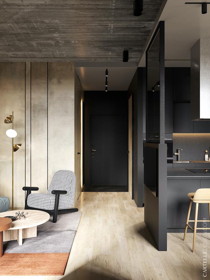Pasillo de color negro con suelo de madera y armarios empotrados.