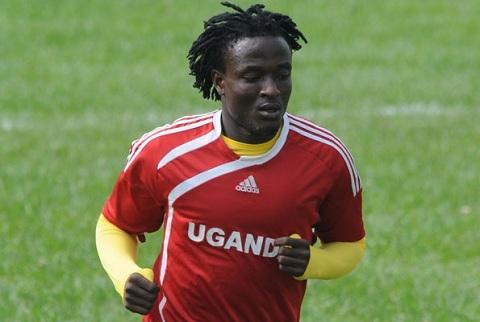 Sự góp sức của hai cầu thủ Geoffrey Kizito và Oloya Moses