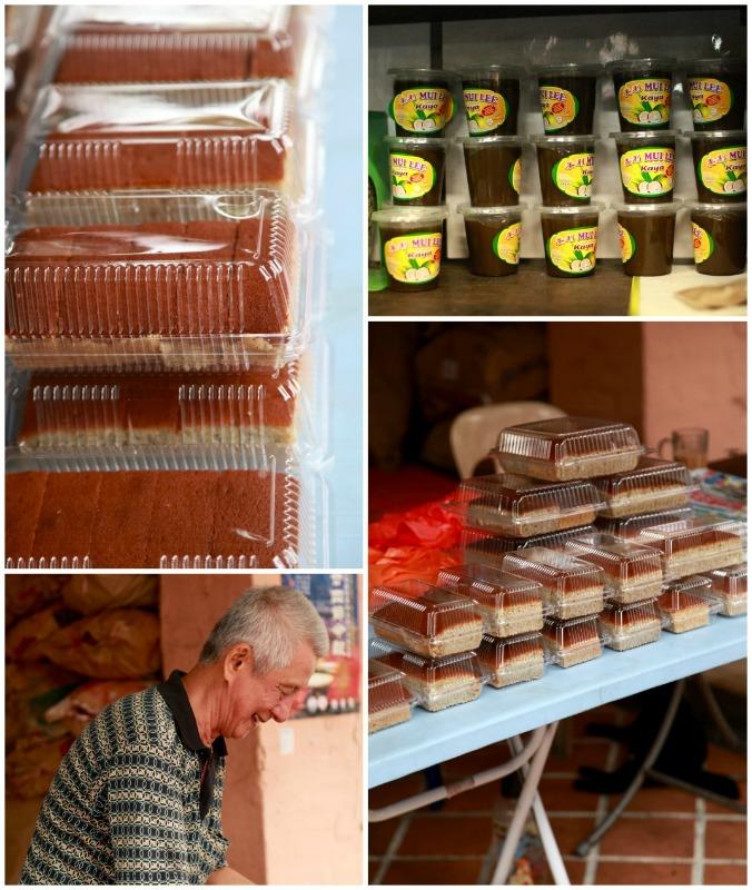 Mereka Juga Menjual Sendiri Kek Dan Roti Di Hadapan Kedai Untuk Para Pelanggan Kepada Yang Teringin Menikmati Kelazatan Pisang Bakar