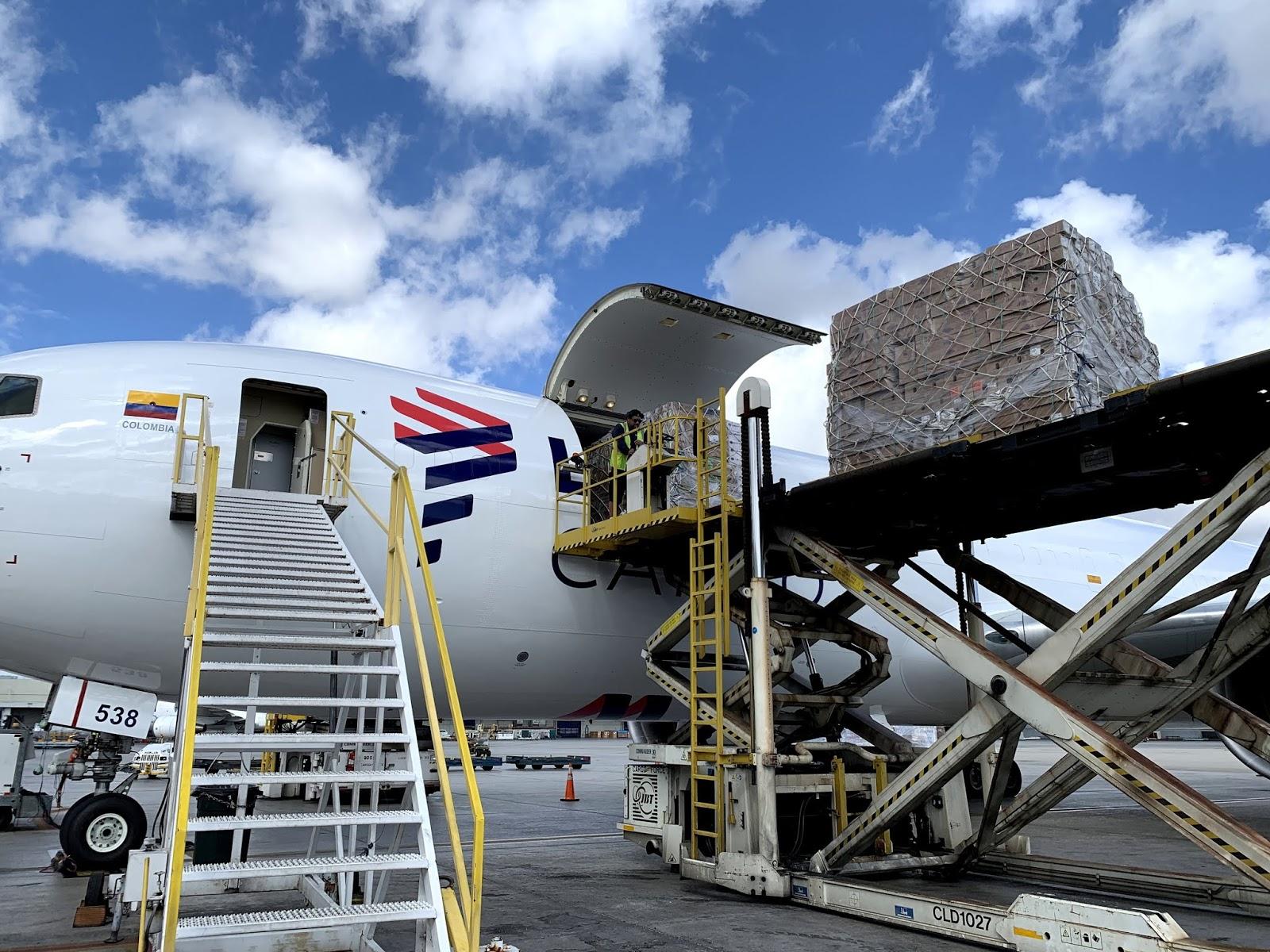 LATAM Cargo transporta mais de 9.000 toneladas de flores para o dia de São Valentim | É MAIS QUE VOAR