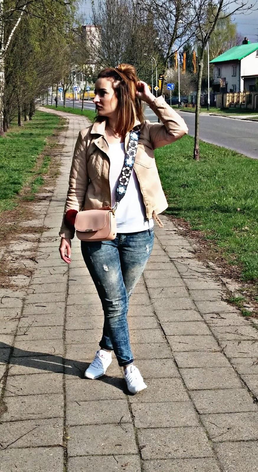 torebka orsay, wiosenna stylizacja, stylizacja na spacer, stylizacja miejska, stylizacja sportowa,  reebok classic,  reebok , buty sportowe reebok classic, busty sportowe reebok, adidasy reebok classic, adidasy reebok, spodnie wytarte, jeansy wytarte, jeansy marmurkowe, dzinsy marmurkowe,  spodnie marmurkowe, stylizacja miejska,  moda, fashion, justmeblog, blog modowy, blog lifestylowy,  blog, stylizacja, lifestye blog, fashion blog, fashion,  justmeblog88,  justmeblog,