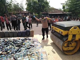 Jelang Natal dan Tahun Baru, Polres Wonogiri Musnahkan Ribuan Liter Miras