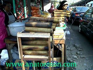 Lemang Atau Ketan Yang Dimasak Di Dalam Buluh Bambu Nal Beberapa Daerah Indonesia Makanan Ini Ada U Sumatra Jawa Kalinmantan Dan