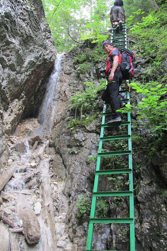 Wodospad Mały (słow. Malý vodopád).