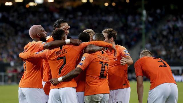 هولندا تعلن عن لائحة من 32 لاعباً لخوض مباراتين في دوري الأمم الأوروبية لكرة القدم