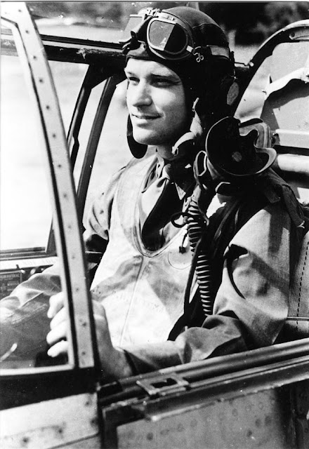 USAAF pilot Paul Bateman enlists on 18 March 1942 worldwartwo.filminspector.com