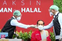 """Jokowi Tampil Menggunakan """"Kaos Kutang"""" di Vaksinasi ke-2"""