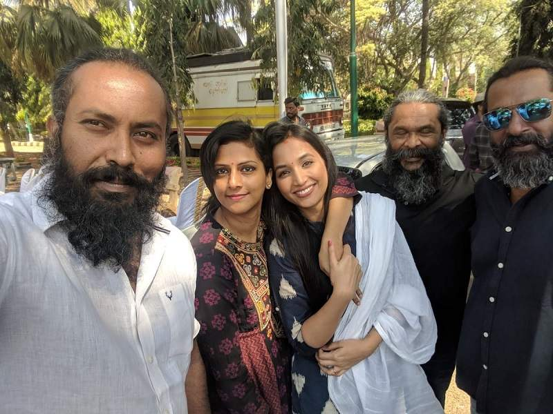 Cast of KGF at KGF Chapter 2 shooting