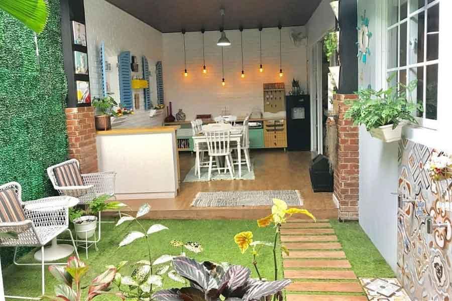 ide dekorasi dapur terbuka dengan taman kecil