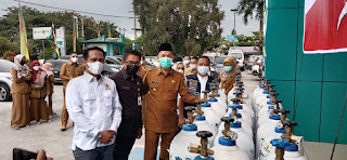 Walikota dan Kadin Dumai Serahkan Bantu Regulator dan Tabung Oksigen Ke RSUD Dumai