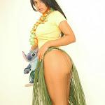 Andrea Rincon, Selena Spice Galeria 13: Hawaiana Camiseta Amarilla Foto 22