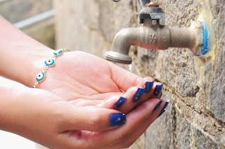 http://vnoticia.com.br/noticia/2667-moradores-enfrentam-falta-de-agua-em-sao-francisco-santa-clara-e-guaxindiba