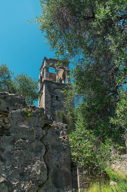 Πάργα. Μοναστήρι Παναγίας Βλαχερνών, στην Παραλία Βάλτου, απομεινάρια μιας άλλης εποχής.. Από Ψηλά Η Ιερά μονή Παναγία των Βλαχερνών είναι Βυζαντινό μοναστήρι που χτίστηκε πριν από το 12ο αιώνα σε μια από τις ομορφότερες τοποθεσίες της περιοχής.