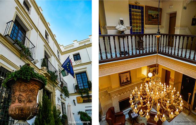 Fachada e pátio interno do Hotel El Poeta de Ronda