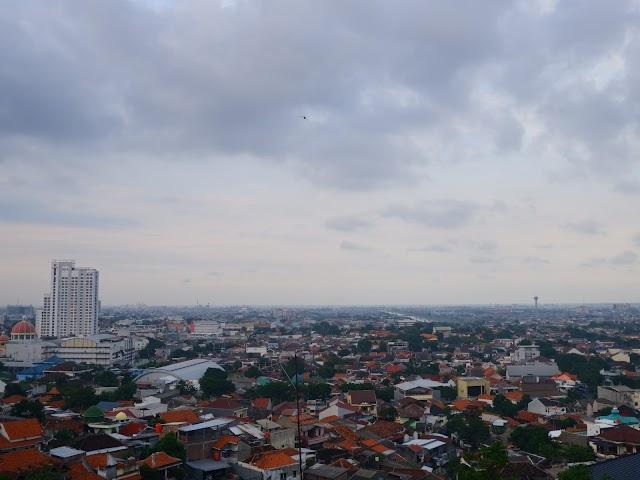 Makan with a View di Nikos Living, Bisa Langsung Lihat Pemandangan Kota Semarang!