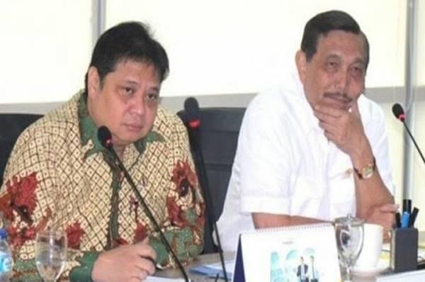 Jokowi Ditantang Reshuffle Luhut dan Airlangga.