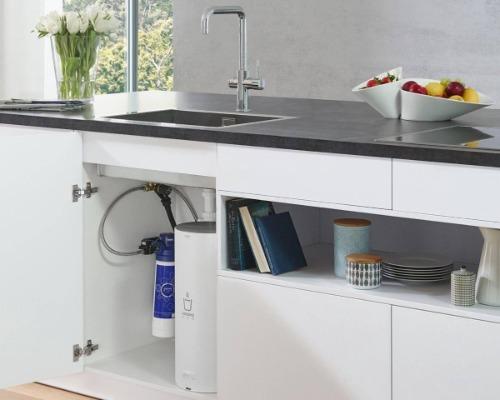 Grohe kokend water kraan in keukenkastje