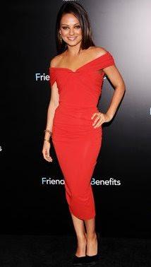 Foto de Mila Kunis con vestido rojo
