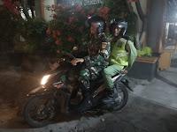 Patroli Malam Sambil Komsos, Itulah yang di Lakukan Piket Koramil 03/Serengan