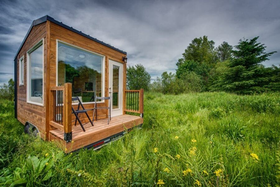 10-Front-View-Backcountry-Architecture-with-a-Cosy-Tiny-House-www-designstack-co