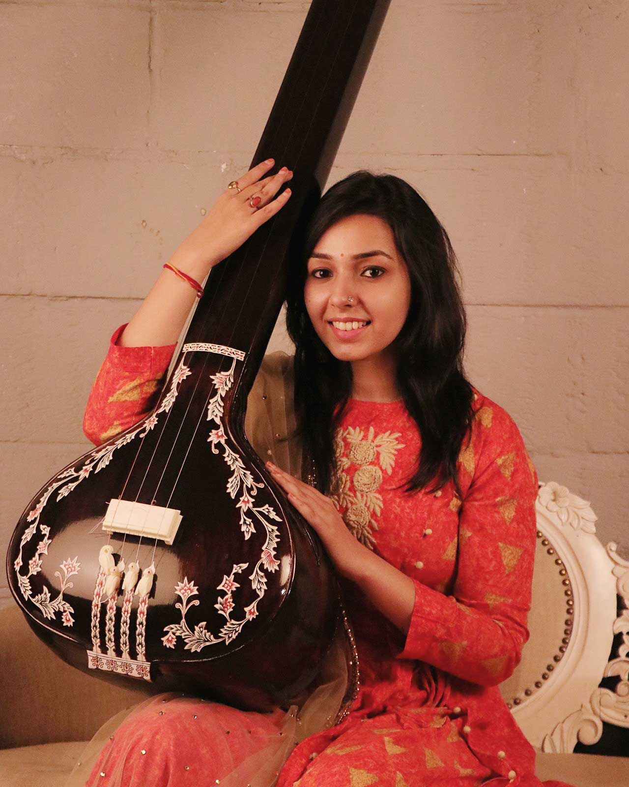 play sitar, A beautiful girl of faridabad, who is now a singing super star, on youtube india, Maanya Arora age, wiki, wikipedia, maanya images,