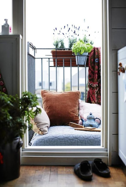 Ideas For Decorating Small Balconies 10
