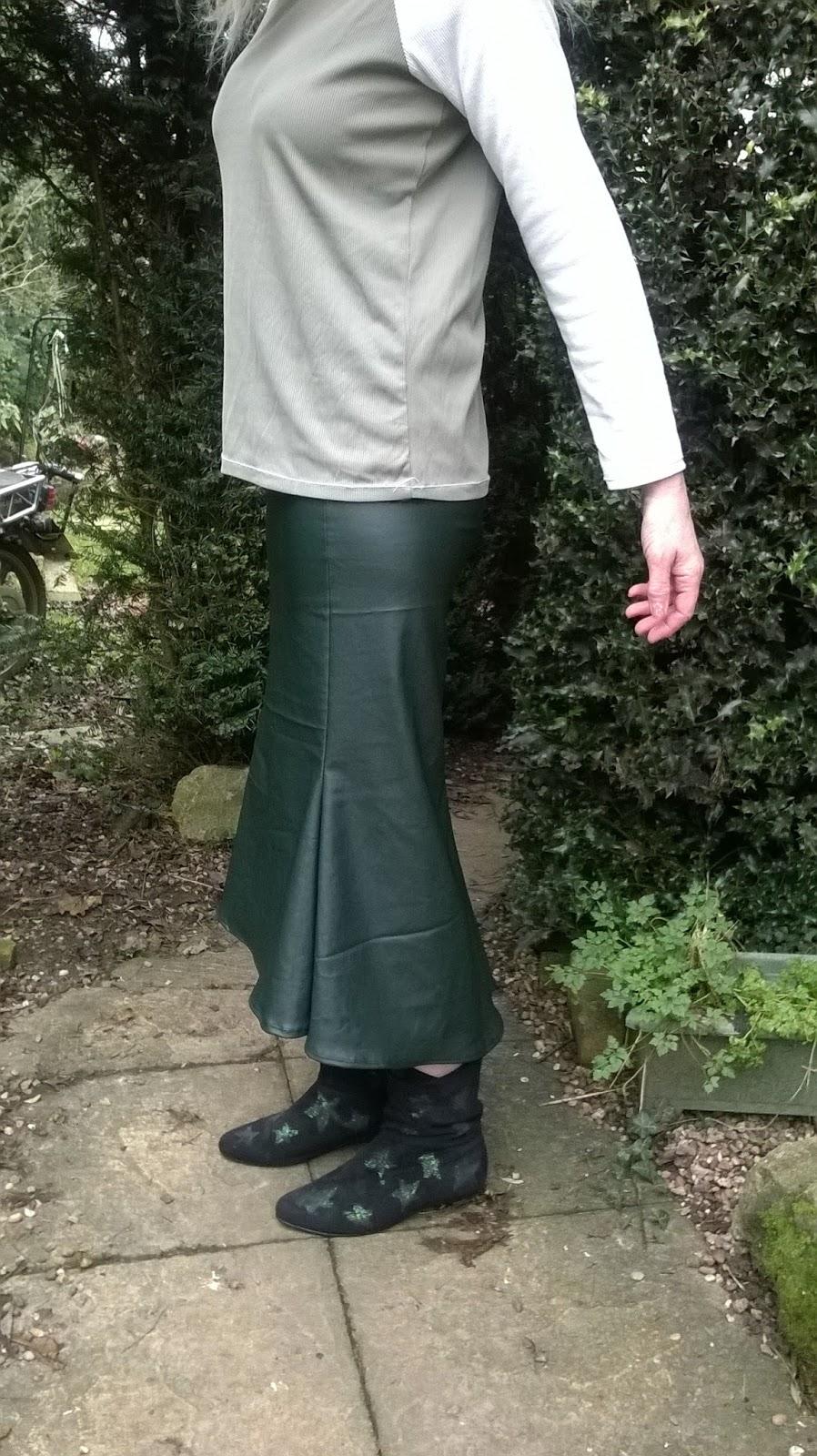 https://brackencrafts.blogspot.com/2018/01/first-project-of-2018-drak-green-faux.html