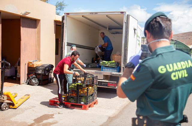 guardia%2Bcivil%2Bfuerteventura%2Bcolabora%2Bcon%2BOasis%2BWildlife - Guardia Civil de Fuerteventura colabora con Oasis Wildlife, como centro de rescate CITES, con excedentes de comida de hoteles para ayudar  alimentación de algunos animales
