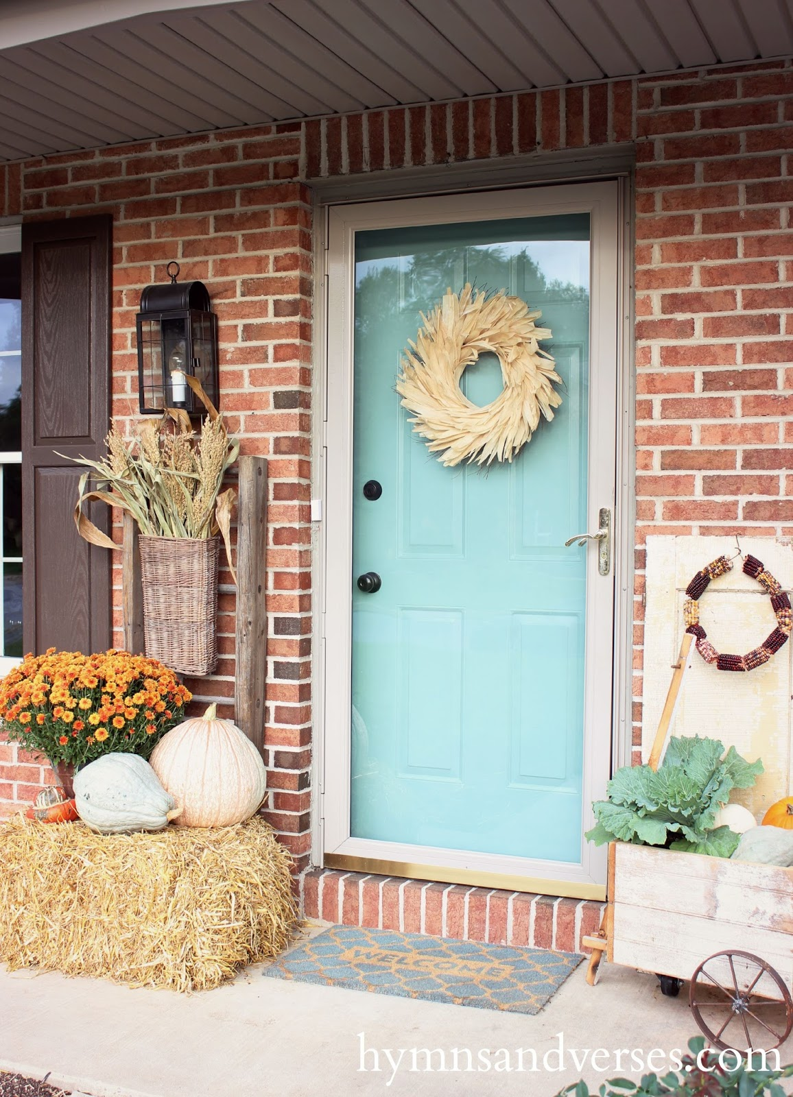 Easy Fall Outdoor Decor - Hymns and Verses