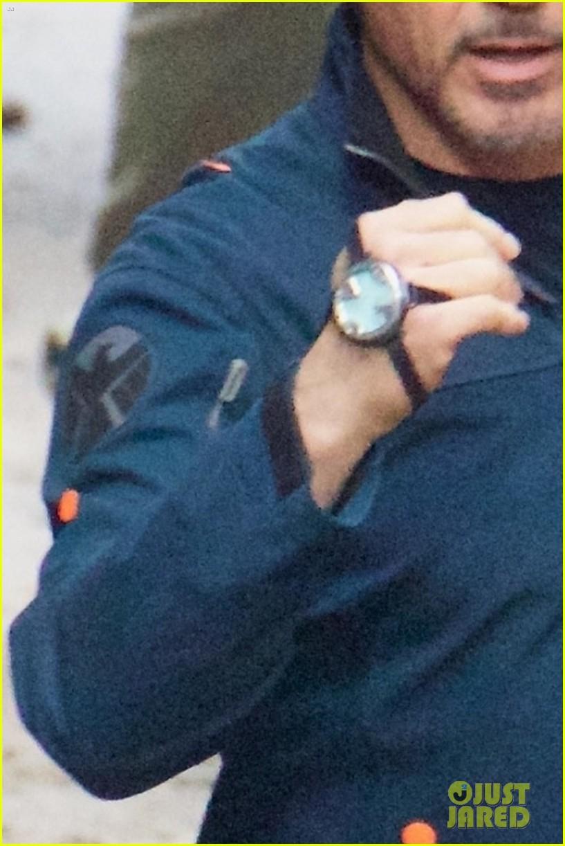 Что это за часы у всех на руках