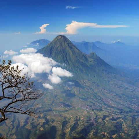 Misteri Gunung Selamet