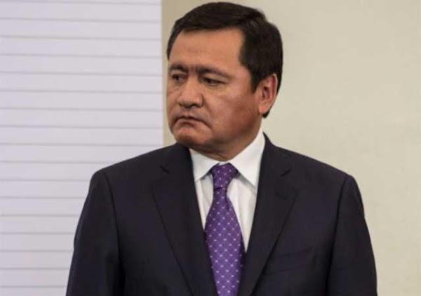 Osorio Chong pide disculpas por decir que las mujeres tienen tanta agua como los huracanes.