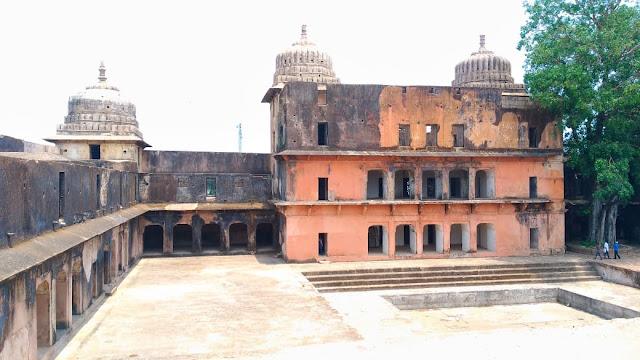 mandla tourism , mandla ke parytan sthal ,mandla tourist places , mandla jile ke darshniy sthal , moti mahal ramnagar mandla