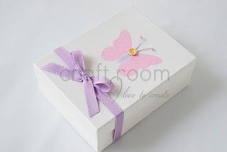 κουτί μαρτυρικών με ροζ πεταλούδα και μωβ φιόγκο για κοριτσάκι