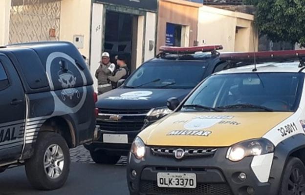 Em Santana do Ipanema,  Polícias Militar e Civil apreendem entorpecentes e prende dois   suspeitos de tráfico de drogas