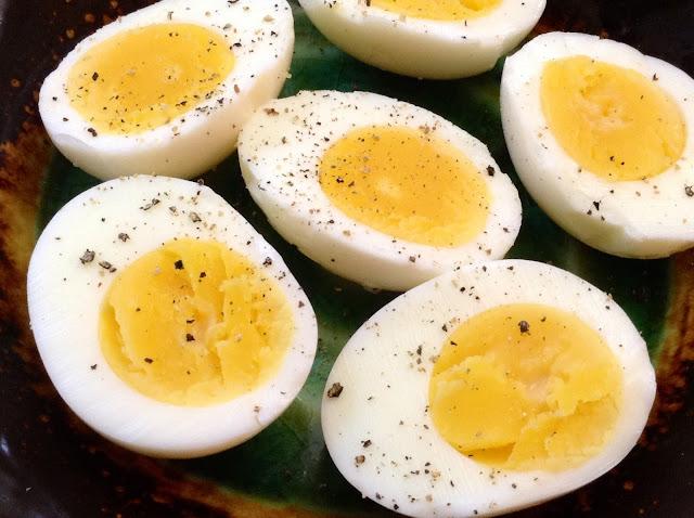तीन उबले अंडे का इतना भारी बिल देख पकड़ लिया माथा, कीमत जानकर आप भी हो  जाएंगे हैरान