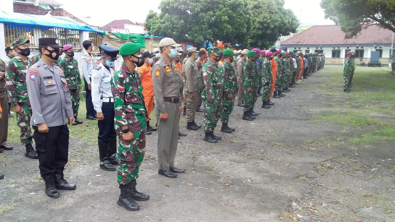 Pasi Ops Kodim 0410/KBL Kapten Inf Dja'far memimpin kegiatan Apel pengecekan ratusan personel Satgas Penanganan Covid-19