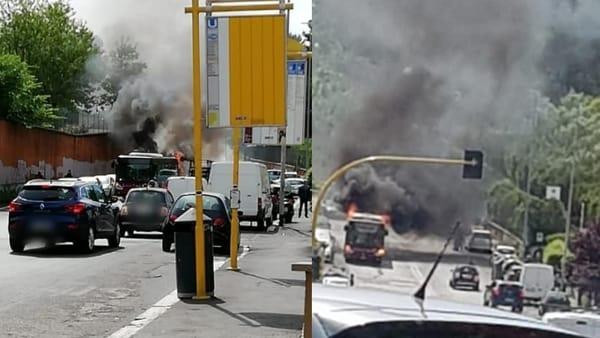 Roma: incendio bus Atac a Portuense in via del Trullo